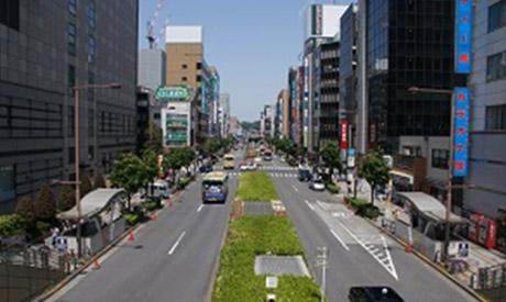 JR八王子駅北口方面から、北へまっすぐに進みます。